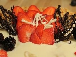Домашний Торт Наполеон с сочными ягодами